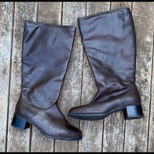 Regence boots NWOT 9 D made in Canada brown